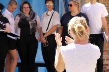 Regisseurin Katharina Gladisch bei der Generalprobe (c) Franka Machann
